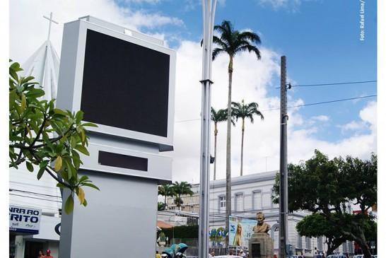 Já está no local o novo relógio de Caruaru totalmente moderno