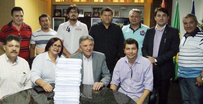 Nova Feira da Sulanca: José Queiroz assina pedido de licença de construção