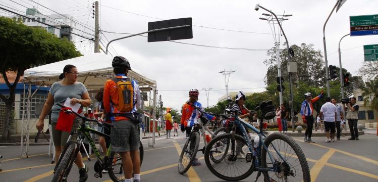 Famílias participam do primeiro dia do Espaço de Lazer – Em Caruaru